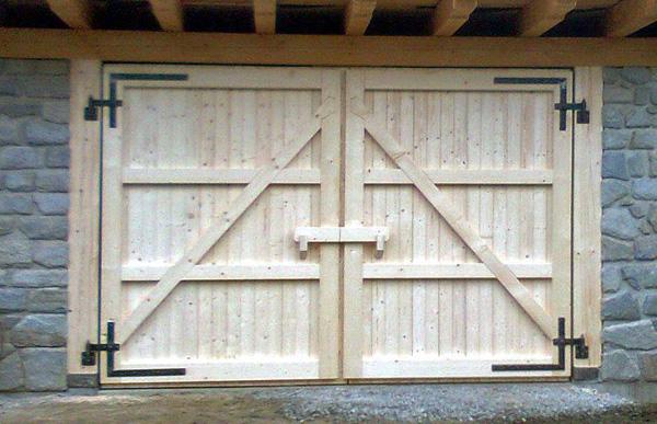 Leistungen und Produkte aus Holz und Edelstahl wie Reparatur von Treppen Gelnder oder