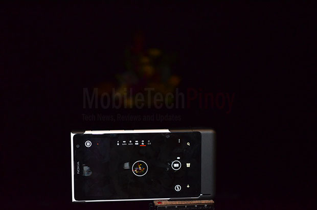 Nokia Lumia 1020 Dark Room No Zoom