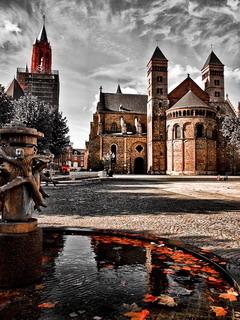 Falling Leaves Wallpaper Free Download Download Maastricht Limburg Netherlands Mobile Wallpaper