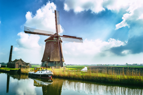 Netherlands targets €900 million from 5G auction