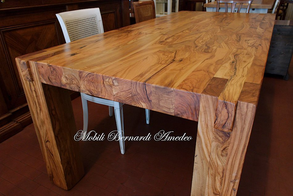 Tavoli e tavolini in ulivo massello  Tavoli