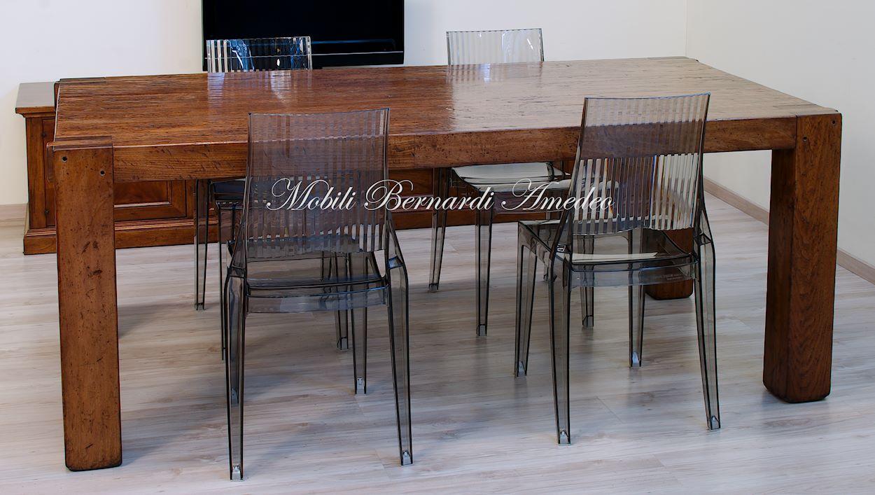 Tavolo moderno in legno massiccio  Tavoli