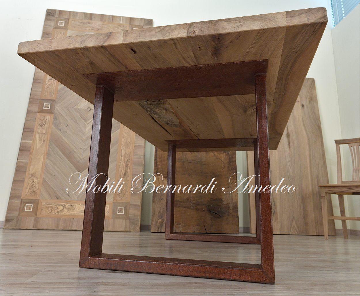 Tavoli in legno e metallo  Tavoli