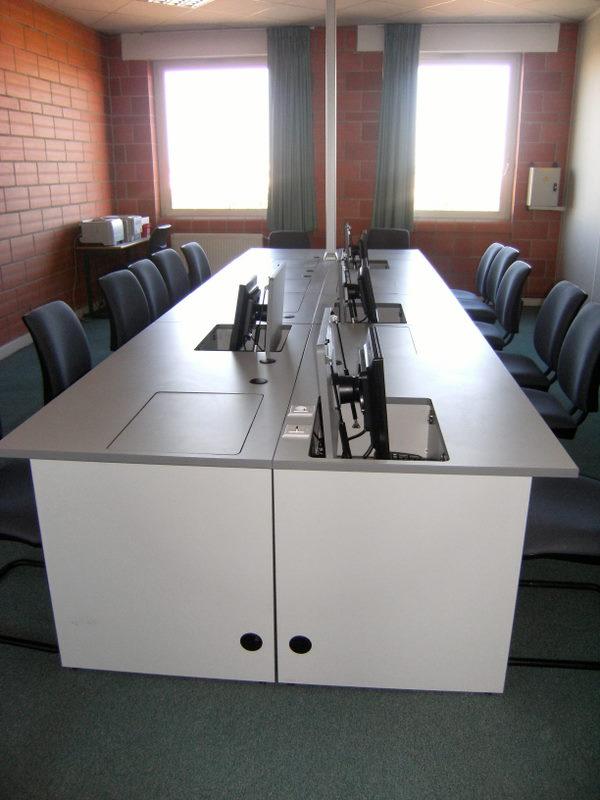 Meubles pour crans plats sur trappe escamotable  Fabricant de mobilier de bureau informatique
