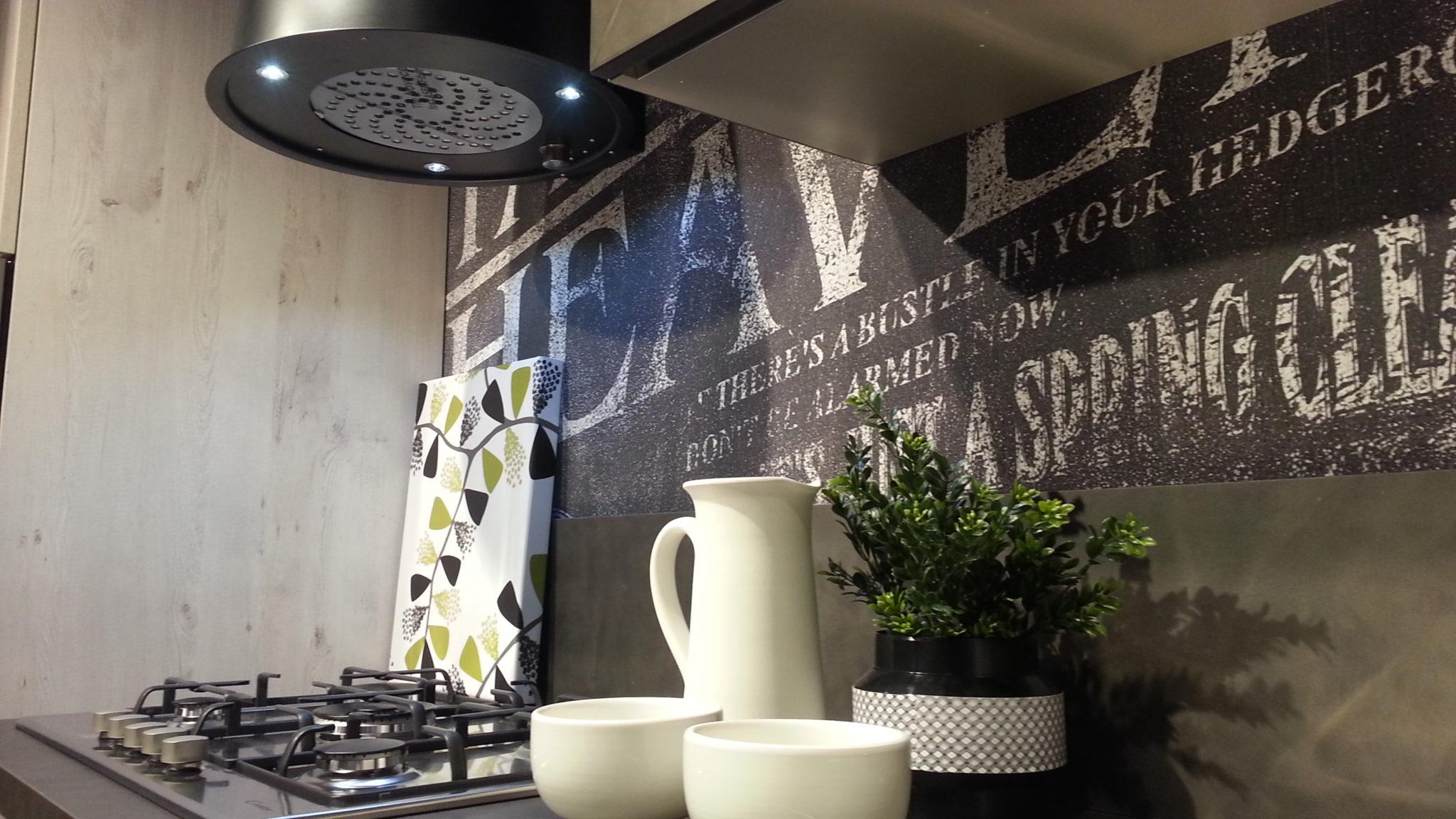 Perfetta per bagno e cucina dona stile alle pareti ed è a prova di. Da Mobilificio Buraschi La Carta Da Parati Che Valorizza La Vostra Cucina Mobilificio Buraschi