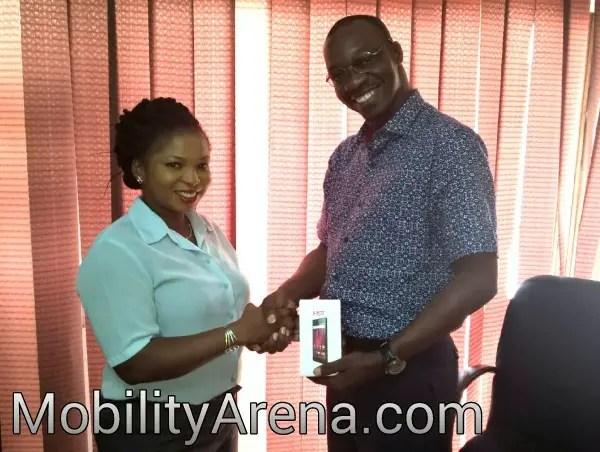 giveaway hot 2 winner tina handshake