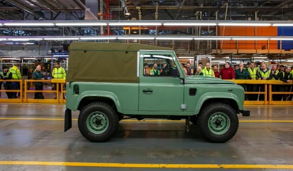 Land Rover Defender -lastside