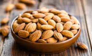 10 Healthy Snacks to Keep You Full and Focused at Work
