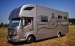 Renault Trucks D Cab 2М за висококачествен транспорт на коне