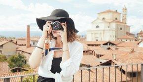 A lifestyle entrepreneur takes photo