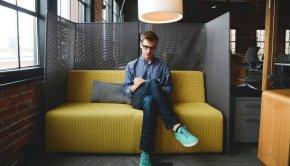 Online entrepreneur launching a virtual assistant business