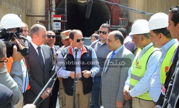 السيسى يتفقد سير العمل بأنفاق قناة السويس
