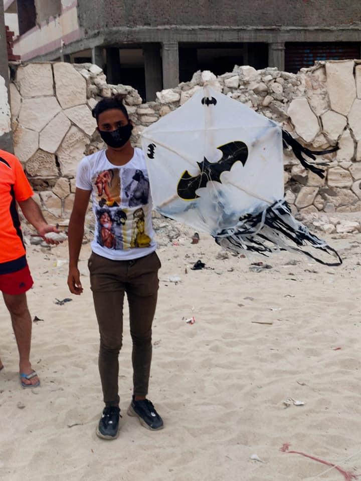 التحفظ على طائرات ورقية بكورنيش الإسكندرية