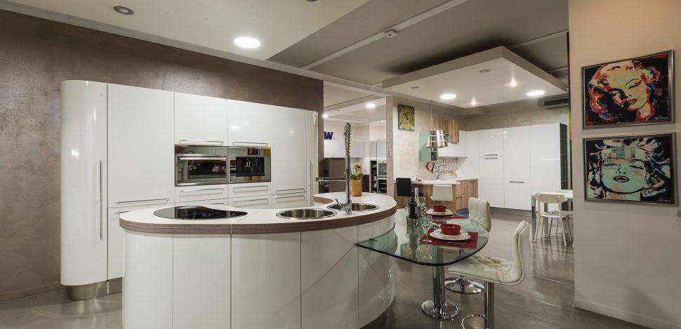 Cucina con isola offerta brescia  Moby arredamenti