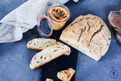 Olivenbrot und Süßkartoffelhummus