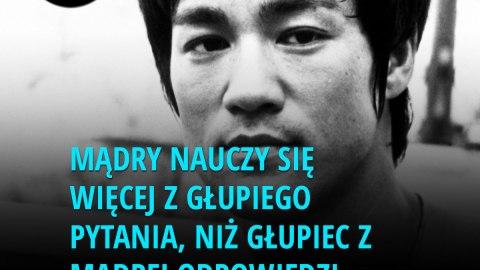 niż głupiec z mądrej odpowiedzi. - Bruce Lee