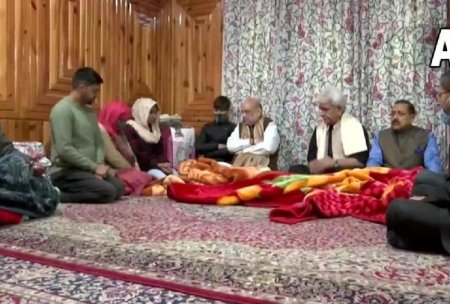 Home Minister Amit Shah Visit In Jammu Kashmir News Crpf Unit: Amit Shah Met The Family Members  ...
