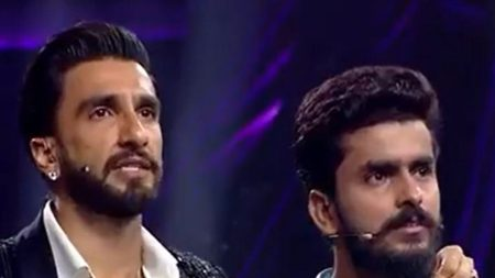 Ranveer singh could not control his tears after after listening to contestent struggle