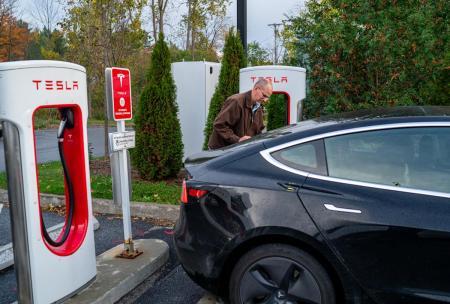 Tesla's autonomy program will 'drive the stock higher:' Analyst
