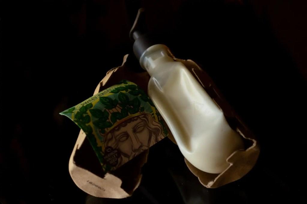 Seed Phytonutrients open shampoo carton on black background