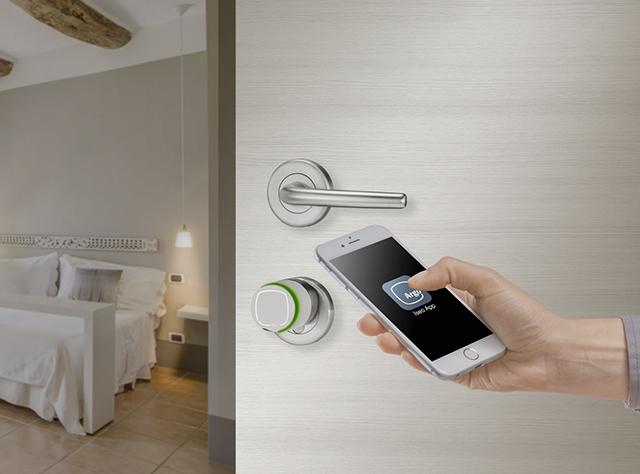 Iseo serrature elettroniche apertura albergo con smartohone.