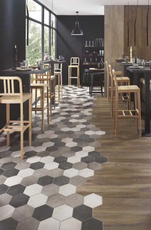 Pavimento legno gres esagonale posato assieme con incastri.