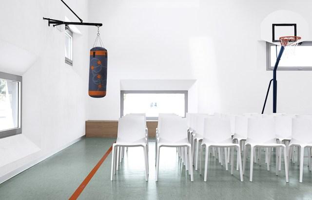 Plana sedia in plastica per ambienti pubblici - Kristalia