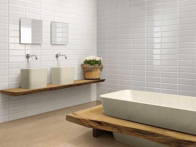 Piastrelle diamantate esempio di posa per un effetto bagno moderno.