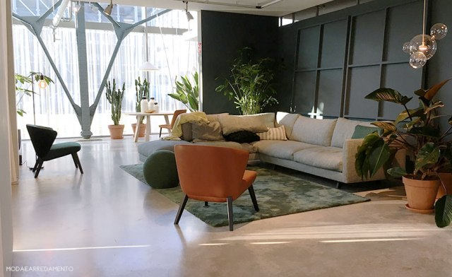 Relaxing livign room green al Design Post della fiera di Colonia.