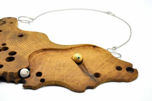 Non solo arredo: i gioielli in legno da indossare.