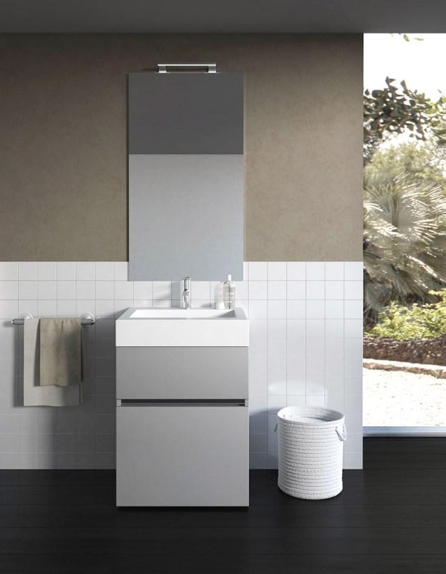 Mobile da bagno grigio chiaro liscio e di design.