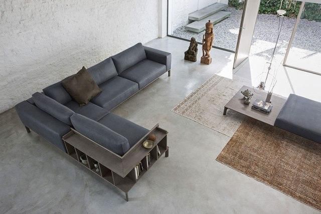Place di Doimo Salotti - divano in pelle ad angolo con libreria a schienale.