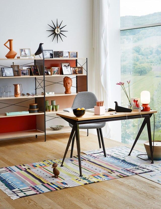 Lavorare da casa: come creare un ufficio con gli arredi di Vitra.