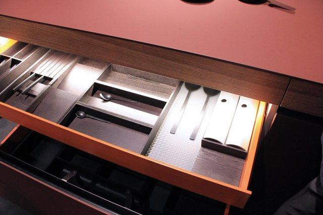 Dettaglio cassetto colorato cucine Euromobil