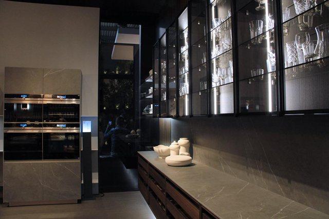 Telero cucinaGruppo Euromobil dettaglio vetrina.