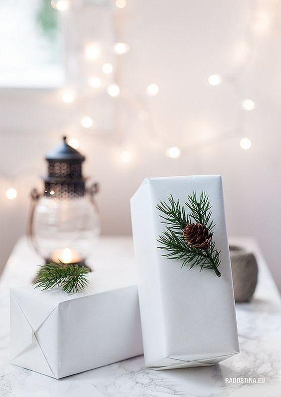 Plain interioris - christmas wrapping.