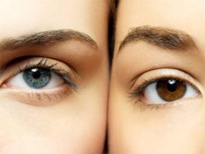 olhos escuros vs claros