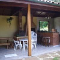 Área de churrasco, espaço agradável com bela decoração, veja