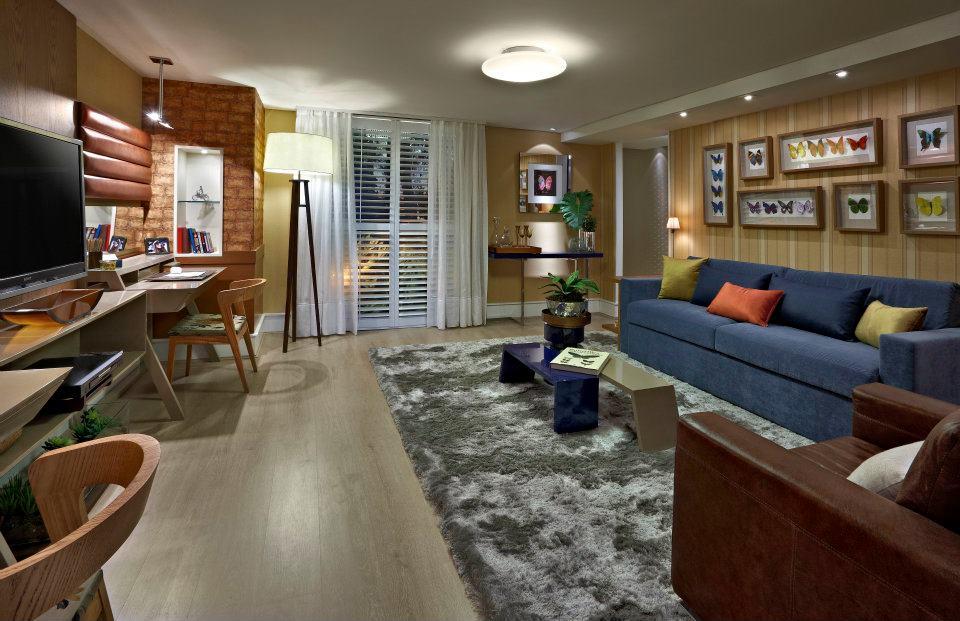 Sala decorada com sof azul  charme e estilo no ambiente