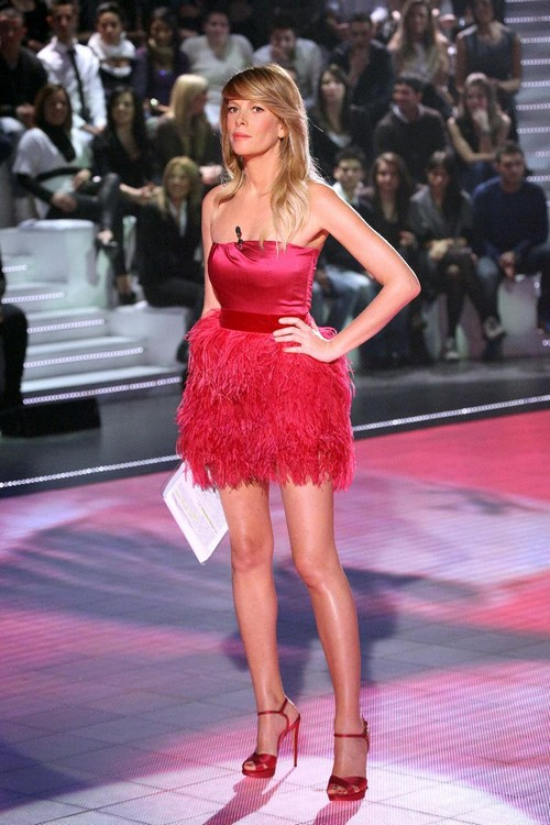 Alessia Marcuzzi in rosso per Alberta Ferretti  Moda  Donna