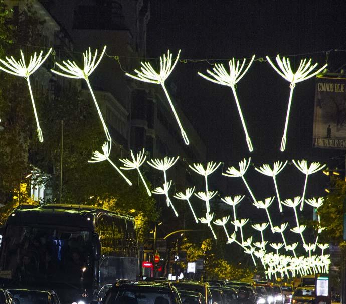 Adolfo dom nguez ilumina la calle de serrano for Adolfo dominguez calle fuencarral 5