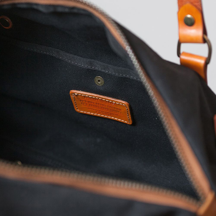 Duffle bag by Havie on www.modagrid.com
