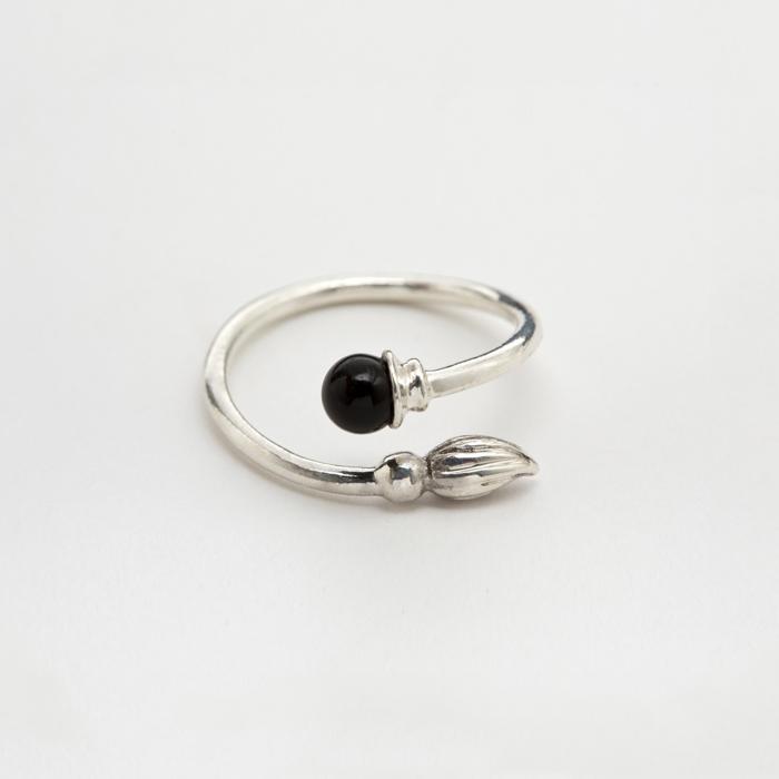 Onyx Wand Ring by Born From Rock on www.modagrid.com