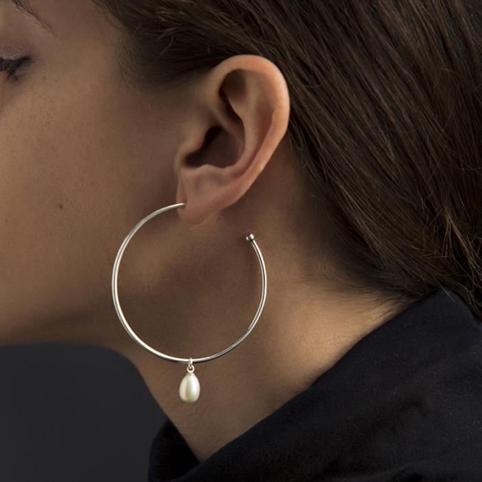 Single pearl earring by Born From Rock on www.modagrid.com