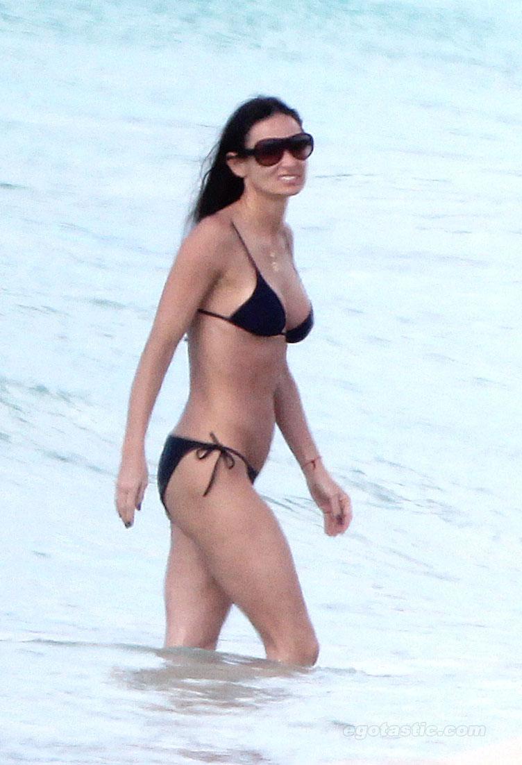 demi-moore-bikini-caribe-02