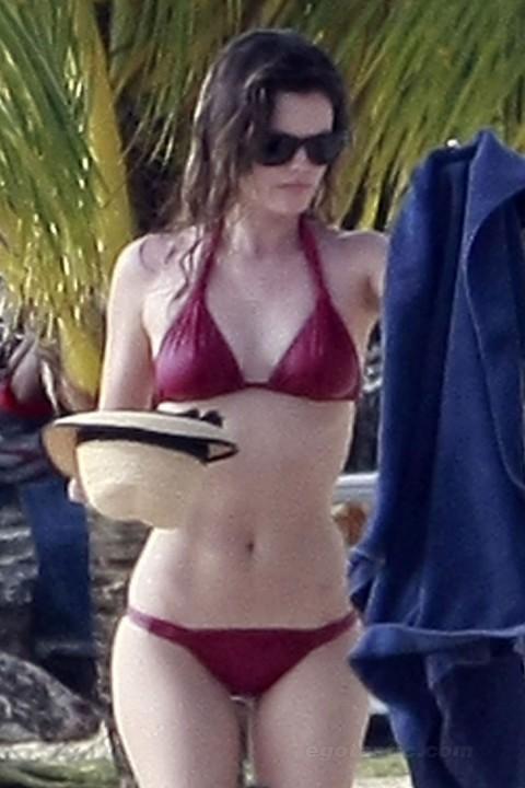 rachel-bilson-bikini-barbados-12