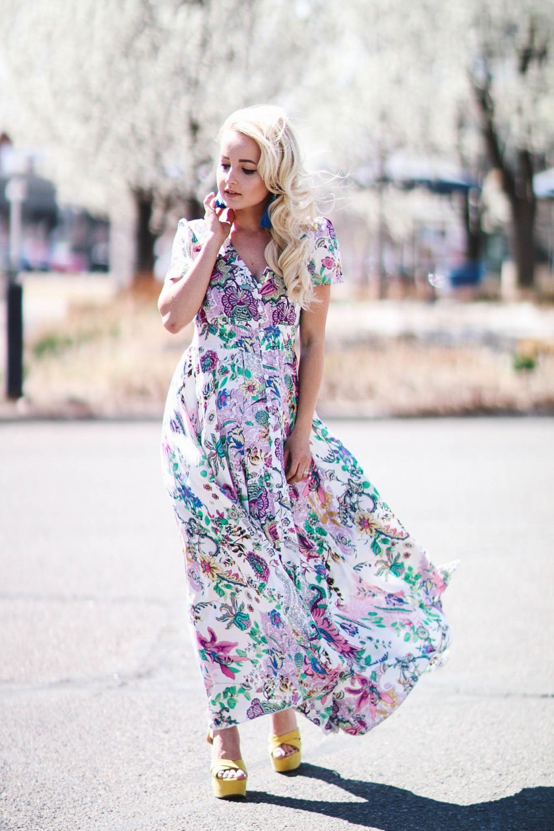 Alena Gidenko of modaprints.com styles a maxi floral dress for Spring