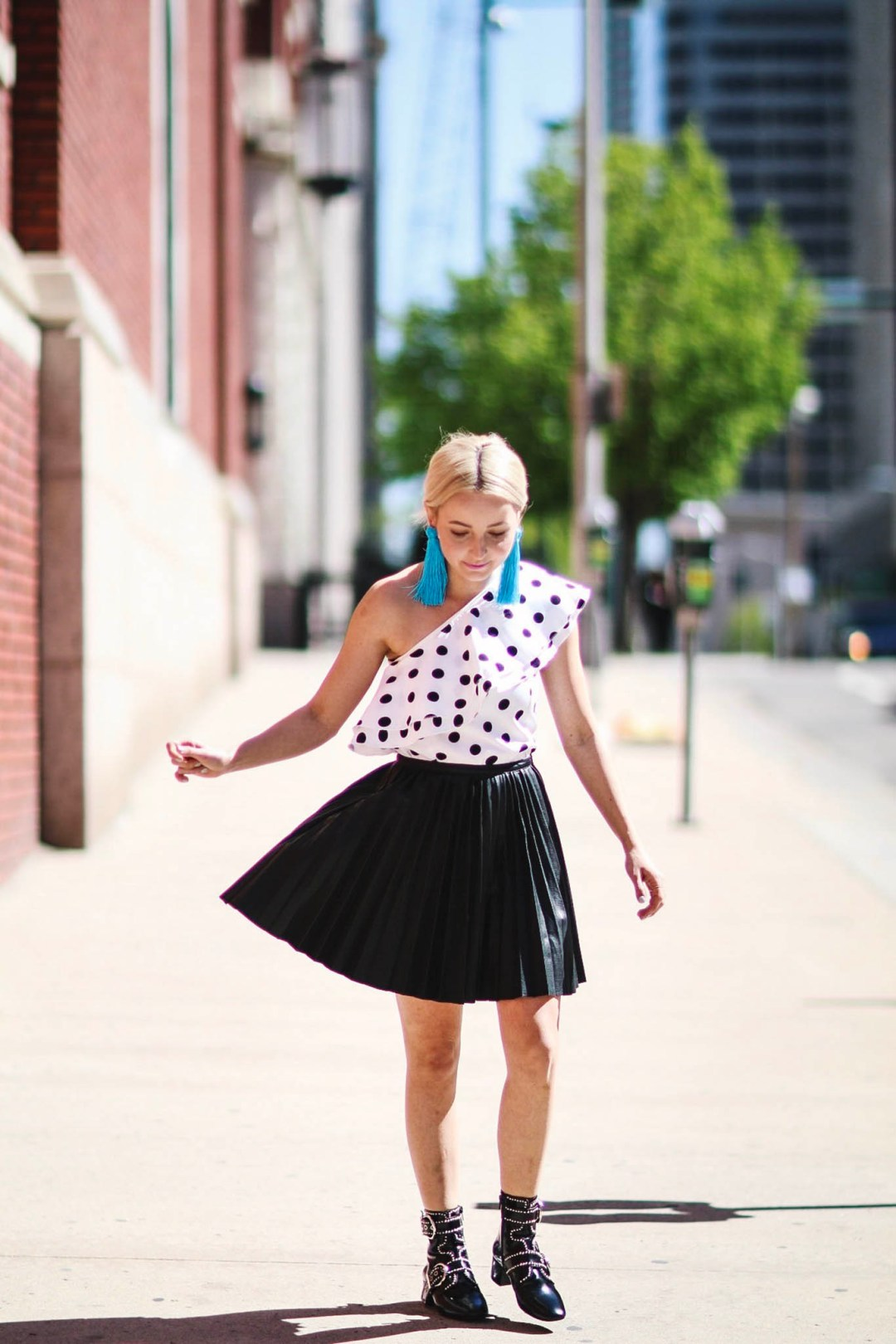 Alena Gidenko of modaprints.com styles an off the shoulder polka dot top with a black pleated skirt