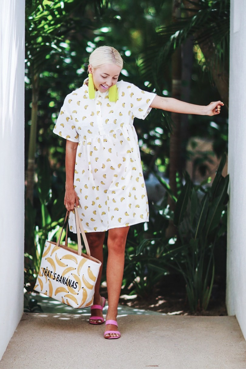 Alena Gidenko of modaprints.com styles a banana dress with pink sandals and a bannana bag