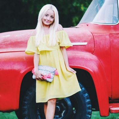 Alena Gidenko of modaprints.com shares an off the shoulder yellow dress for Summer